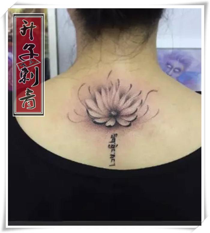 后脖子纹身 莲花 荷花纹身图案