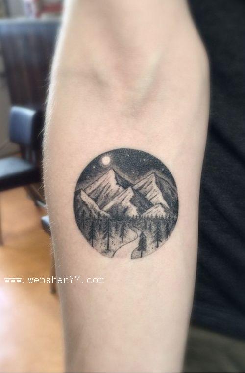 手臂圆形风景纹身图案